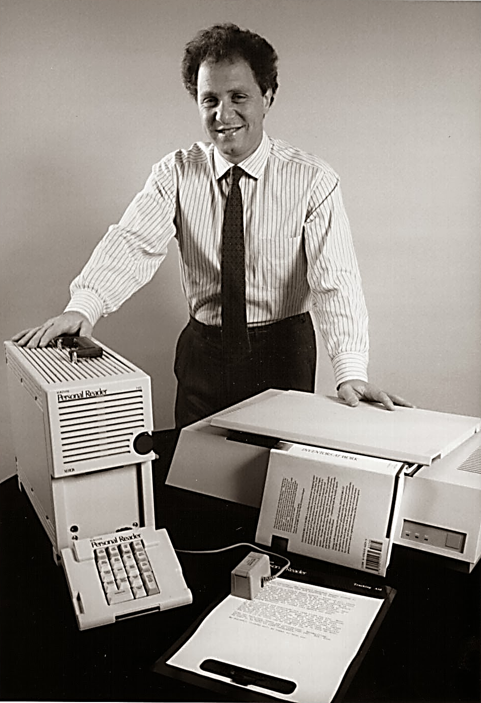 image of Ray Kurzweil with reading machine from 1970s